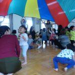 大きな大きなバルーン!「親子でリトミック」(5月第2回)